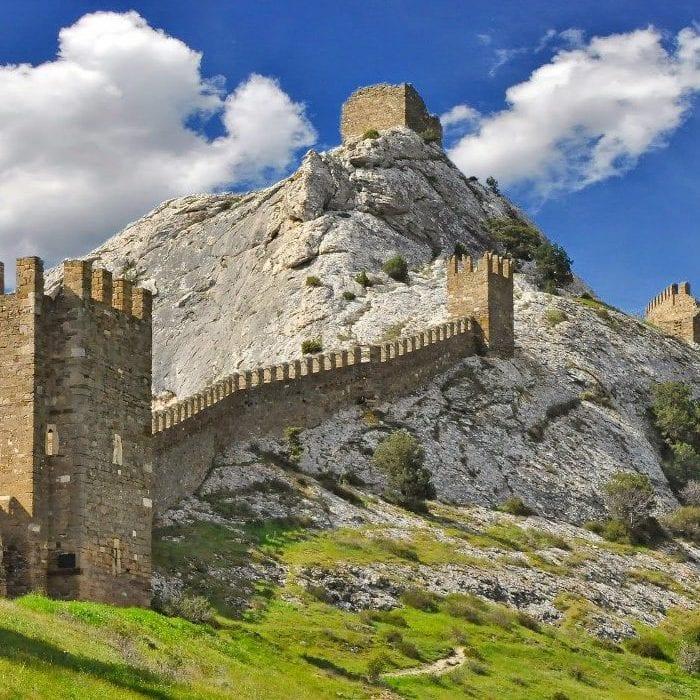Генуэзская крепость в Судаке достопримечательность Крыма