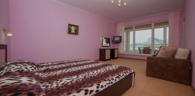 Люкс со смежными комнатами ГД Шелен Судак